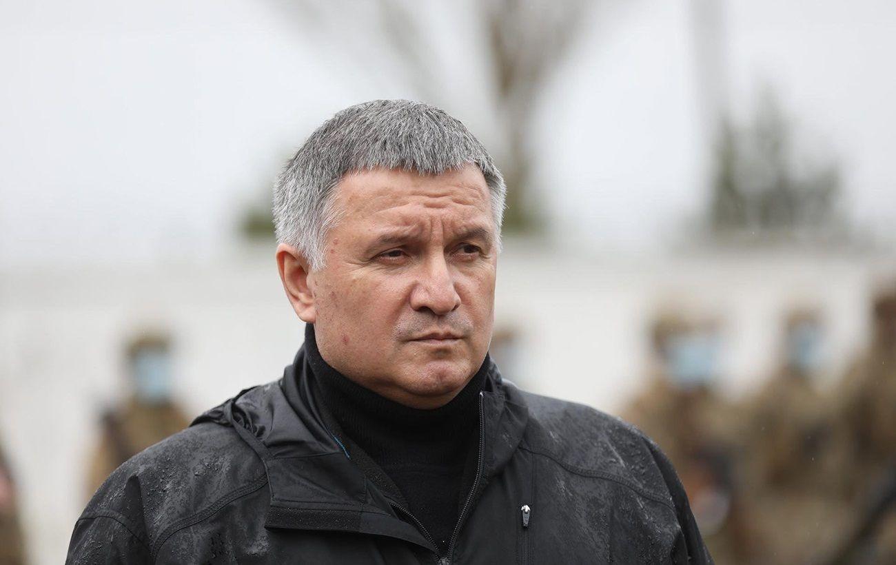"""Аваков """"повернувся з відпустки"""" і звернувся до генералів"""