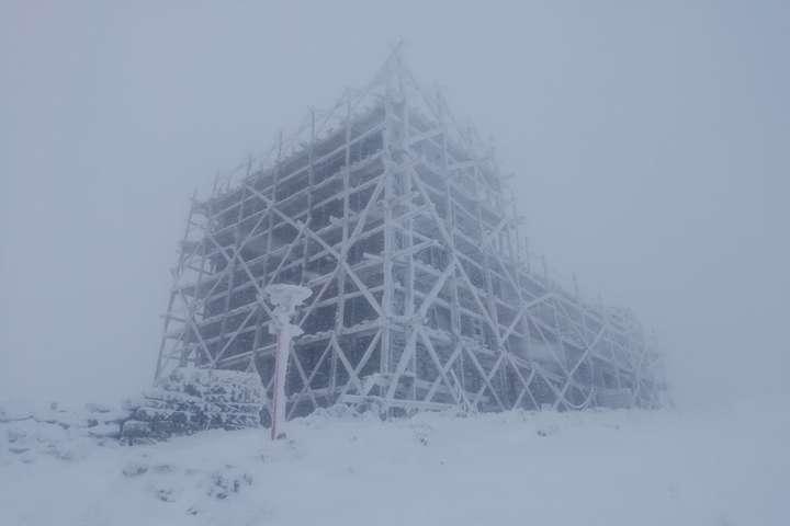 У Карпатах очікуються значні опади, на високогір'ї до 10 см снігу