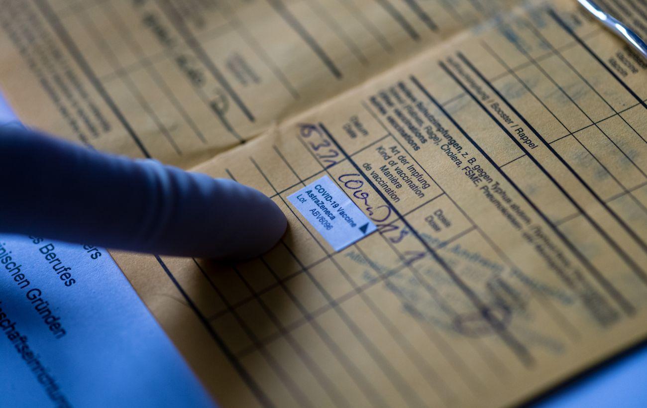 """ВООЗ поки не підтримує паспорти вакцинації для подорожей, але """"з часом можливо"""""""