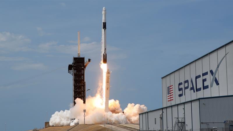 Американські астронавти повертаються на Землю у капсулі SpaceX Dragon