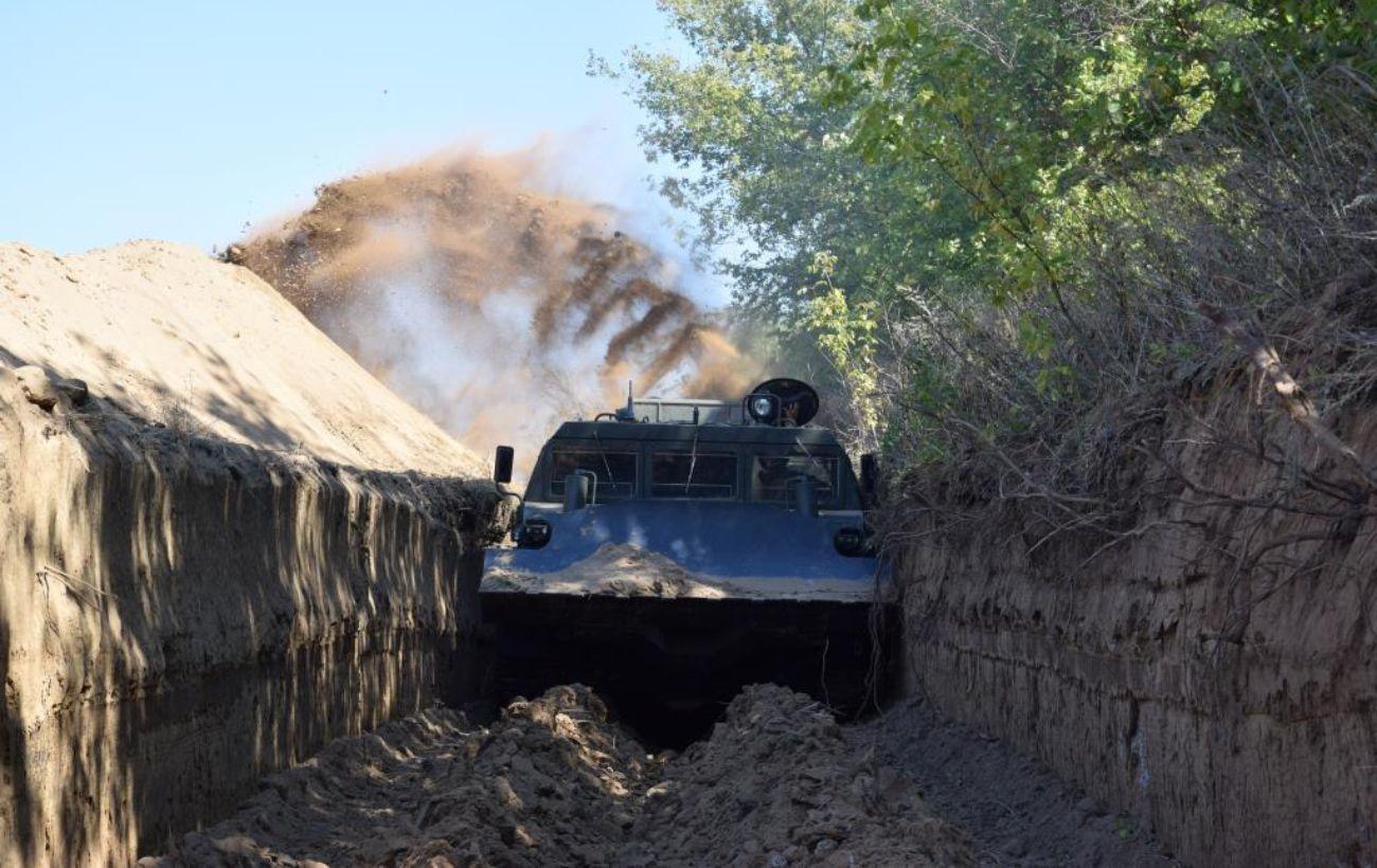 Українаактивно облаштовуєзагородження на кордоні з РФ