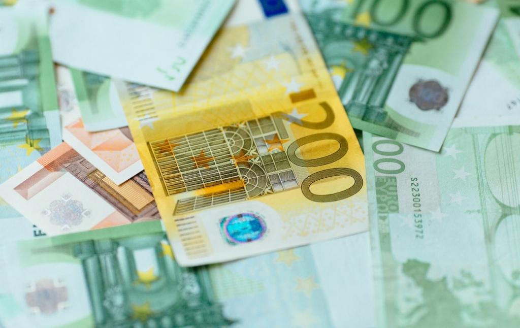Курс євро впав нижче 32 гривень вперше за рік