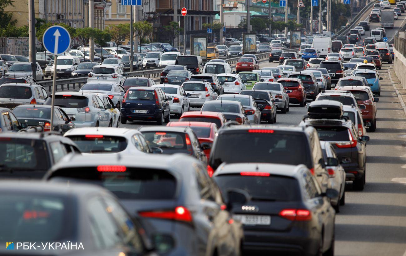 В Україні втричі подорожчало зберігання номерних знаків для авто: скільки доведеться платити