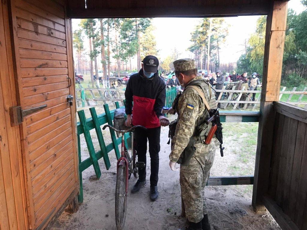 На кордоні України і Білорусі до кінця літа призупинили пропуск громадян
