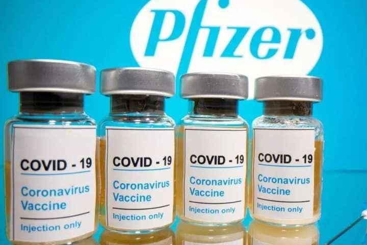 Pfizer тримає імунітет до шести місяців, а Cупутник V – до двох років. Але через політичні ігрища Зеленського, кращу вакцину ми не отримаємо