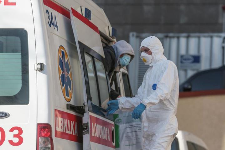 Оперативні дані МОЗ: коронавірус за добу виявили у 3915 людей
