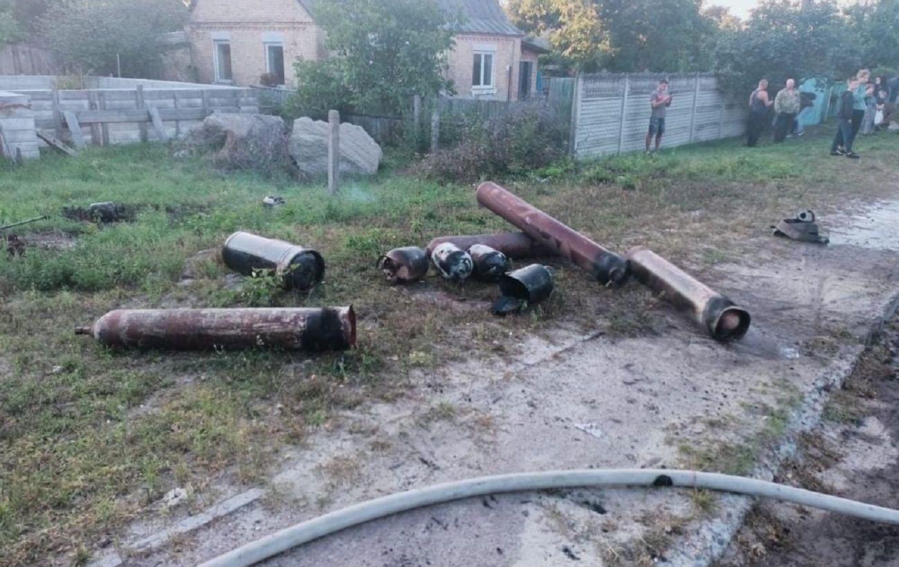 У Ирпеня спасатели нашли на месте пожара 16 баллонов с взрывоопасными веществами