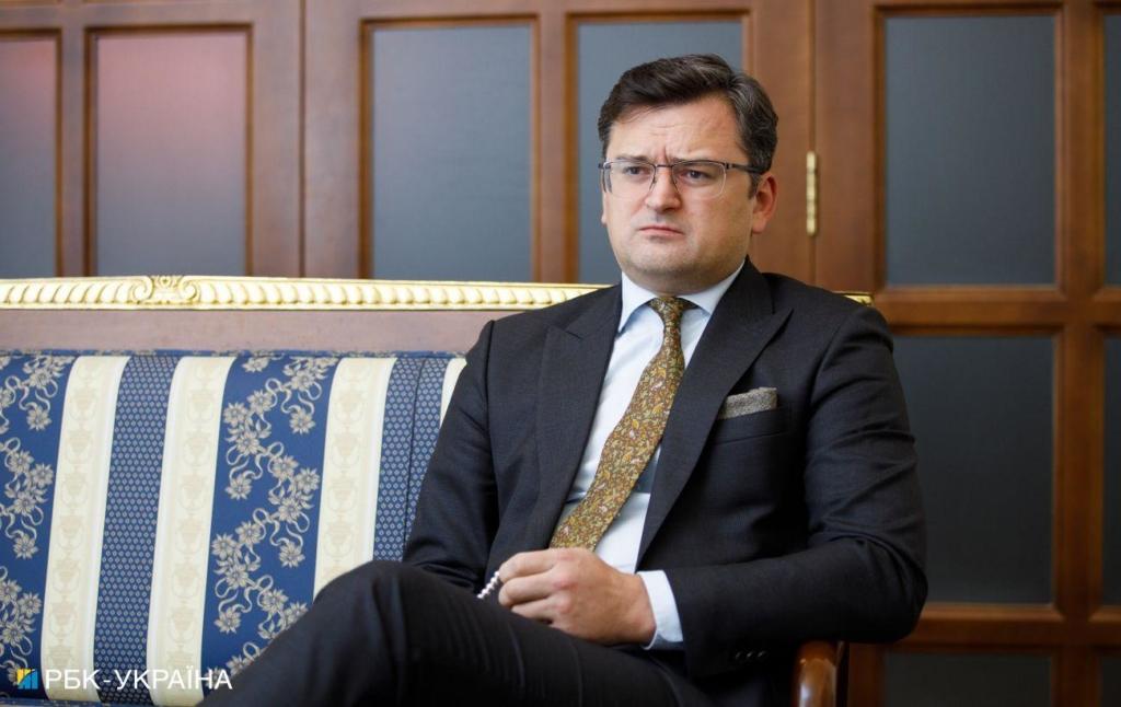 Кулеба упрекнул партнерам: санкции могли бы притормозить паспортизацию в ОРДЛО
