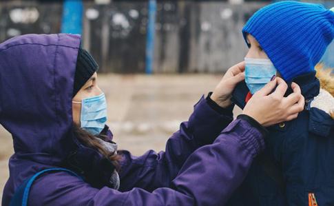 Чи повинні діти носити маски: ВООЗ дали однозначну відповідь