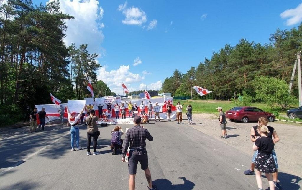 Белорусы в Украине устроили протесты на границе: как проходят акции