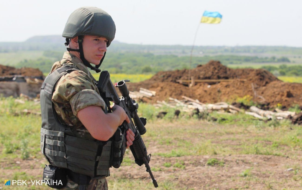 """Міномети, кулемети і БПЛА. На Донбасі за день три порушення режиму """"тиші"""""""