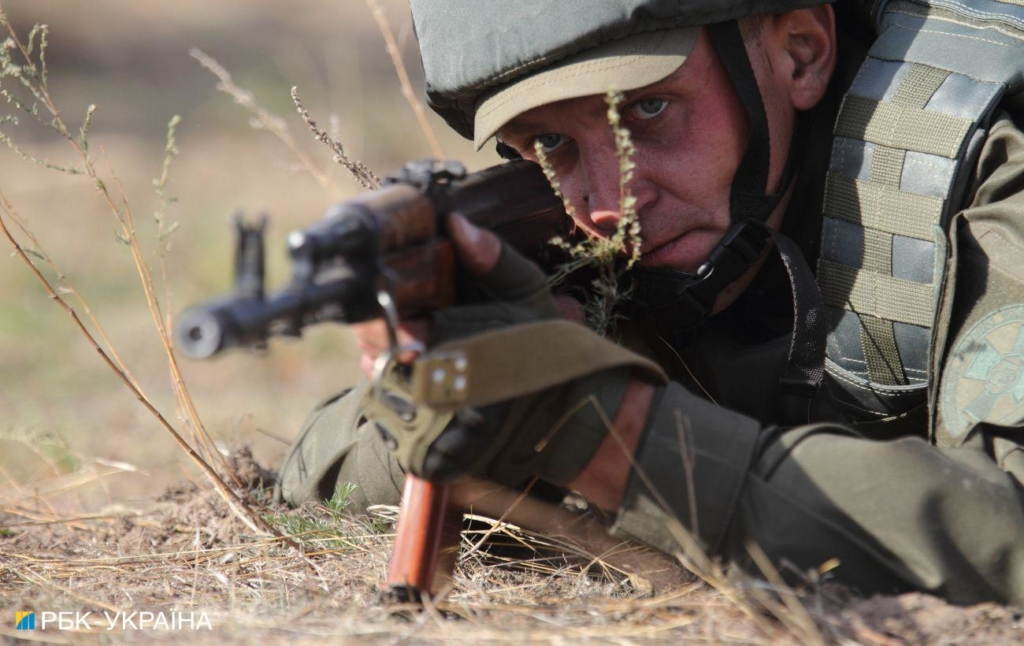 Стрелковое оружие и беспилотник: боевики на Донбассе дважды нарушили перемирие