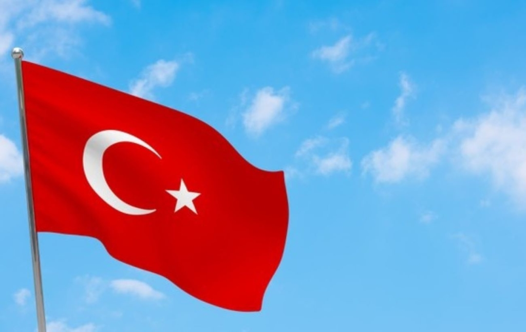 Туреччина послаблює карантин, але комендантська година залишається