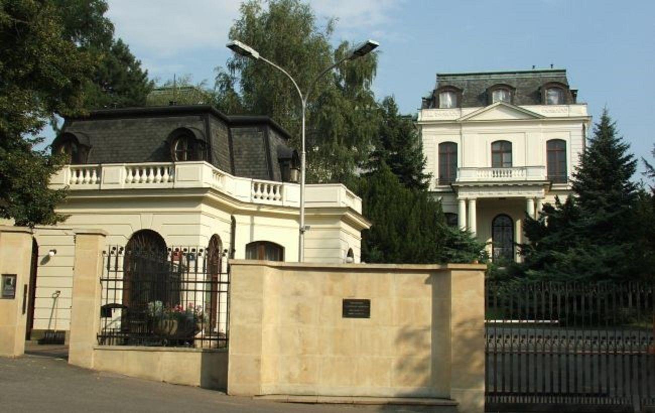 Дипломатичний скандал: школа при посольстві Росії в Чехії може не відкритися у вересні