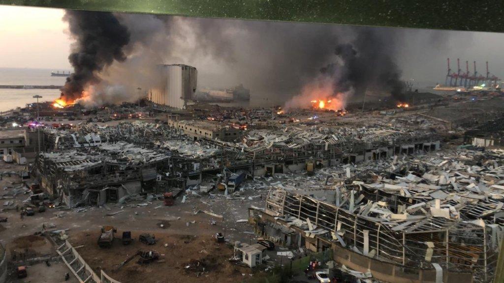 У Бейруті спалахнула потужна пожежа в порту – відео
