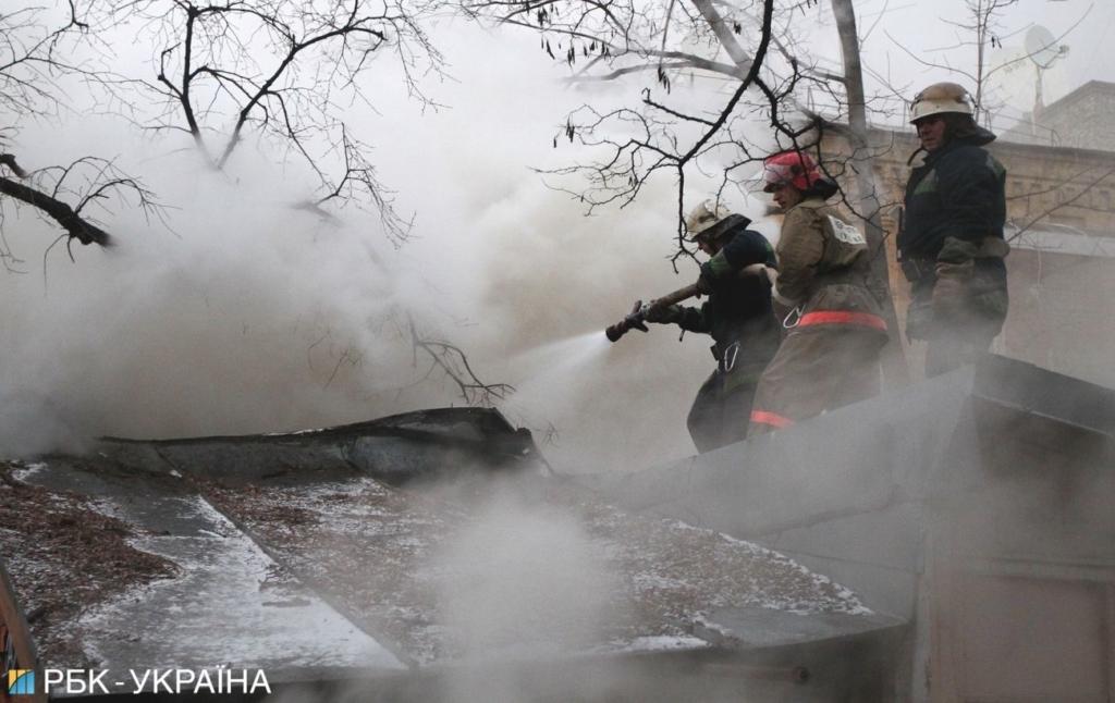 В Ужгороде произошел масштабный пожар в лагере цыган: пожарные ехали полчаса (видео)
