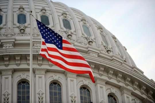 Сенат США одобрил пакет мер поддержки экономики в условиях пандемии