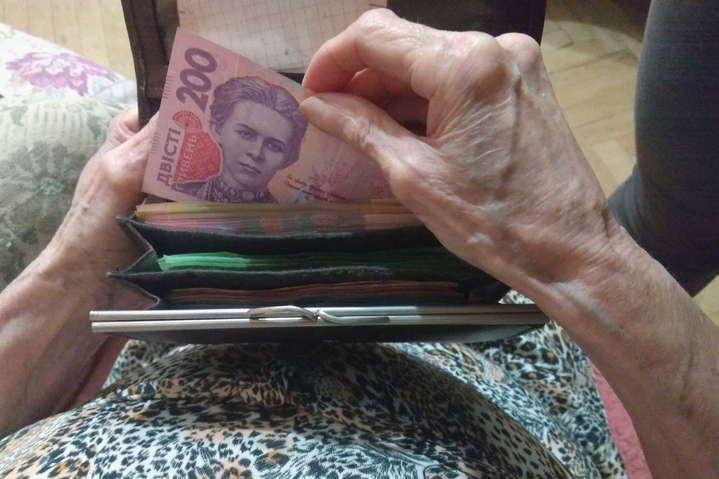 Пенсии в Украине резко уменьшат: стали известны причины