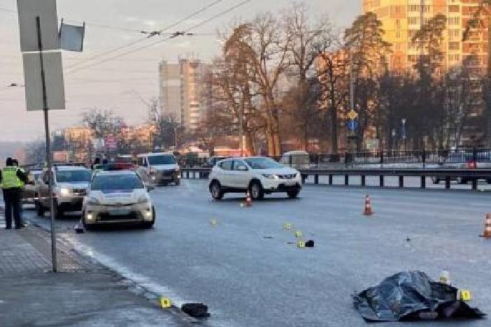 На въезде в Киев со стороны Житомира бус насмерть сбил женщину