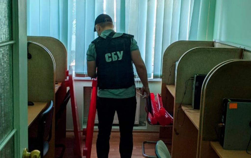 Собирали данные украинском. СБУ блокировала call-центры, которые работали на РФ
