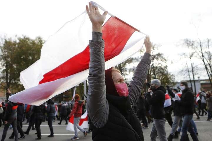 У Білорусі хочуть заборонити біло-червоно-білий прапор