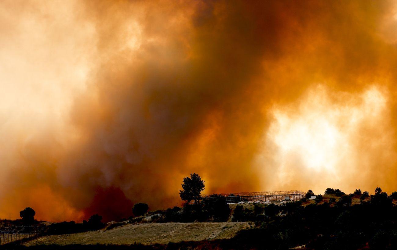 Пожежі продовжують загрожувати двом курортним містам у Туреччині