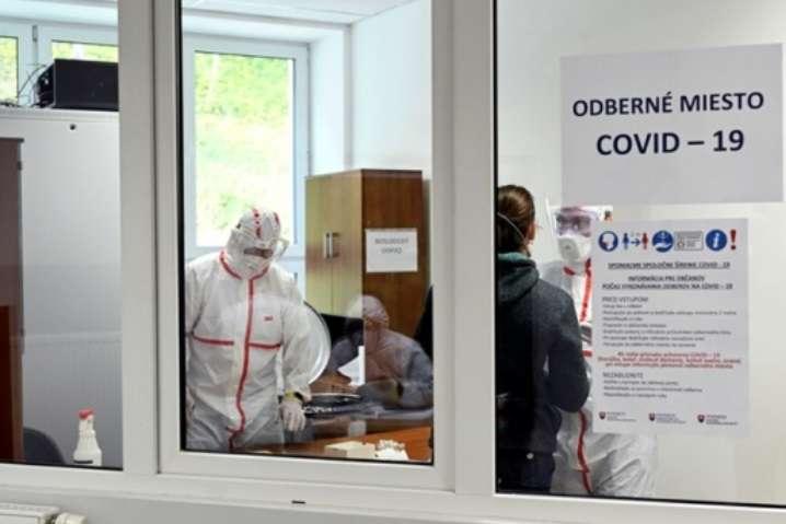 Словаччина розпочала масове тестування громадян на Covid-19