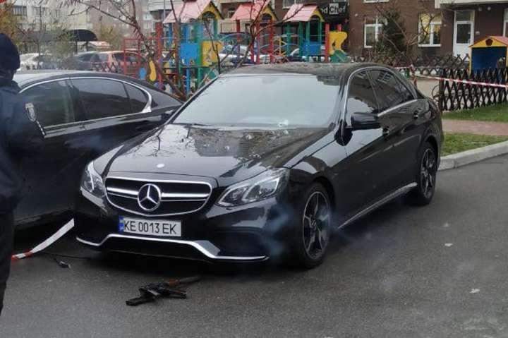 У Києві невідомий розстріляв автомобіль (фото)