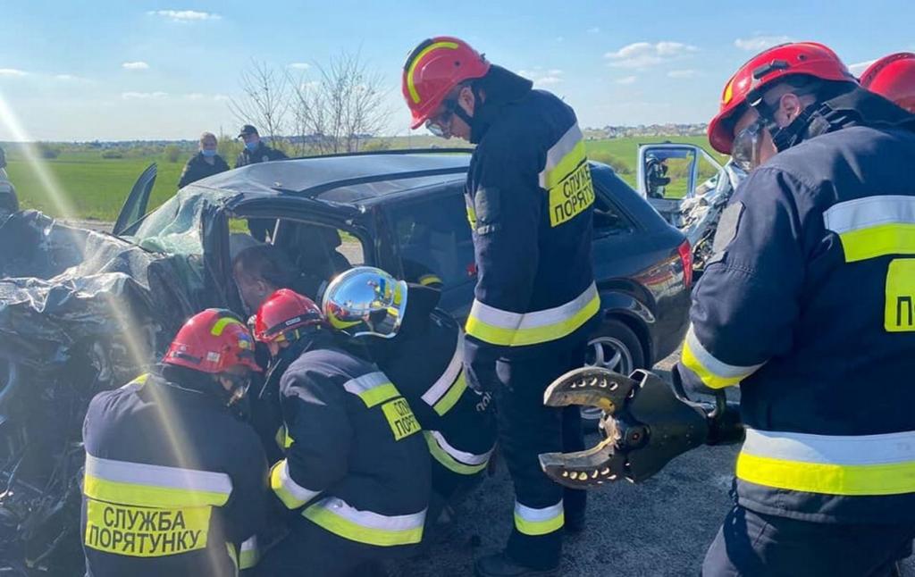На трассе Киев — Чоп произошло ДТП с участием микроавтобуса, есть жертвы