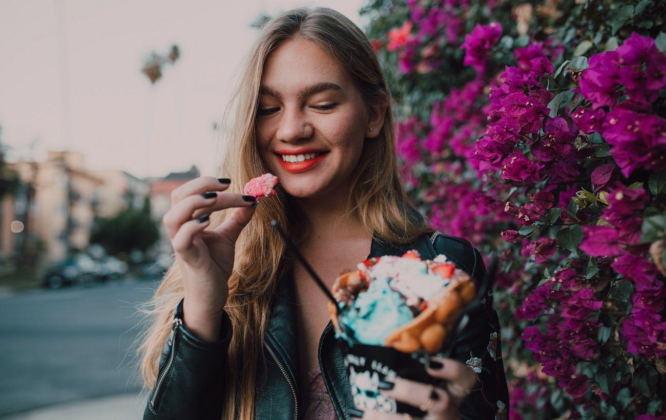 Диетолог назвала правила, которые помогут не переедать мучным и сладким осенью