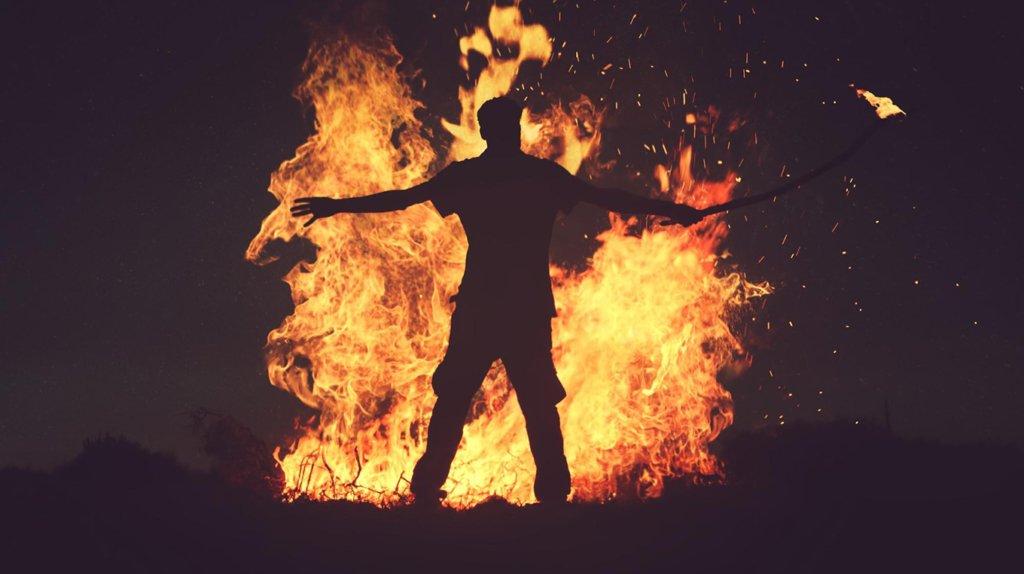Дівчина спробувала підпалити себе у Львові: що відомо про Олену Живко