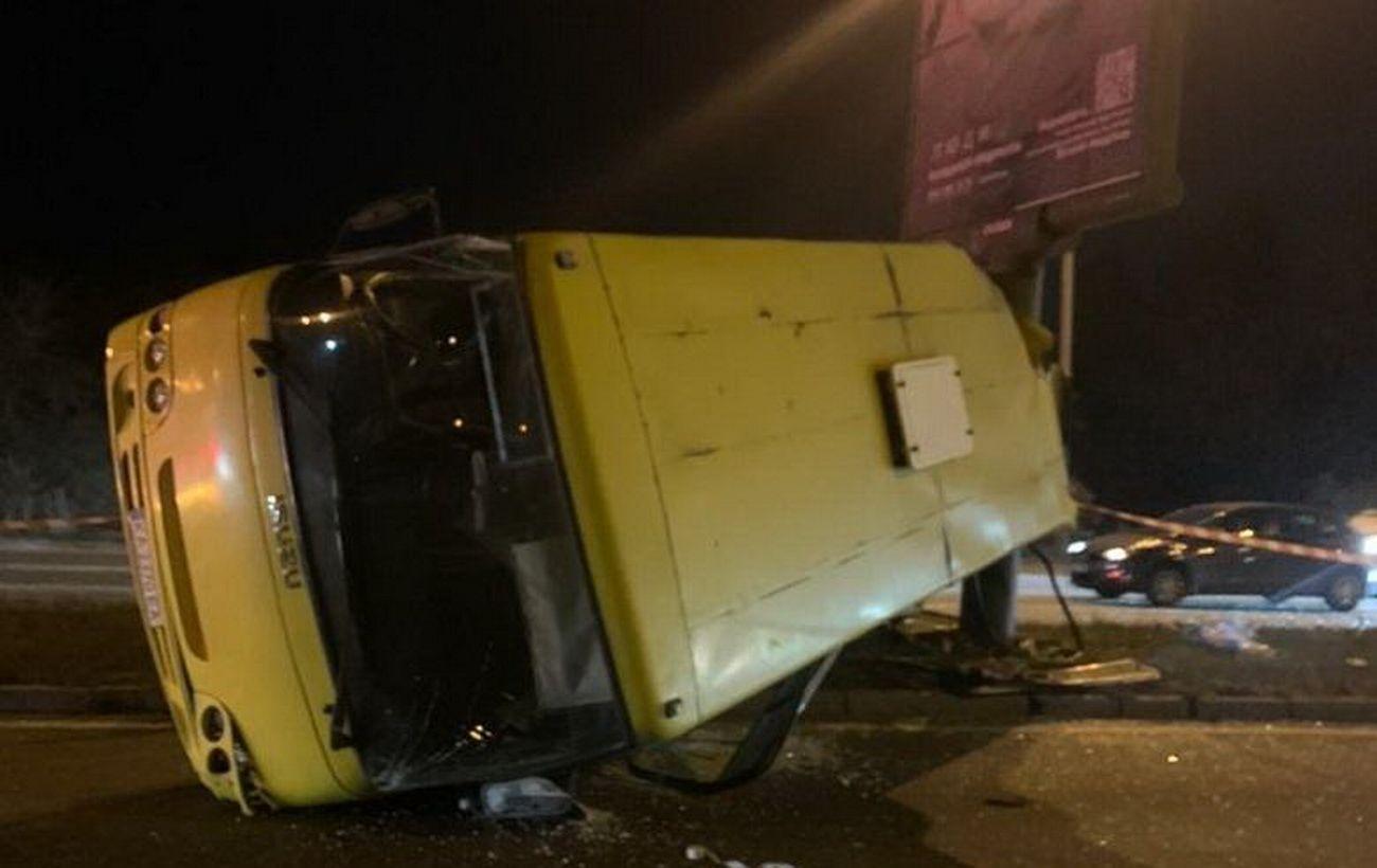 У Києві в ДТП з маршруткою постраждали шестеро осіб