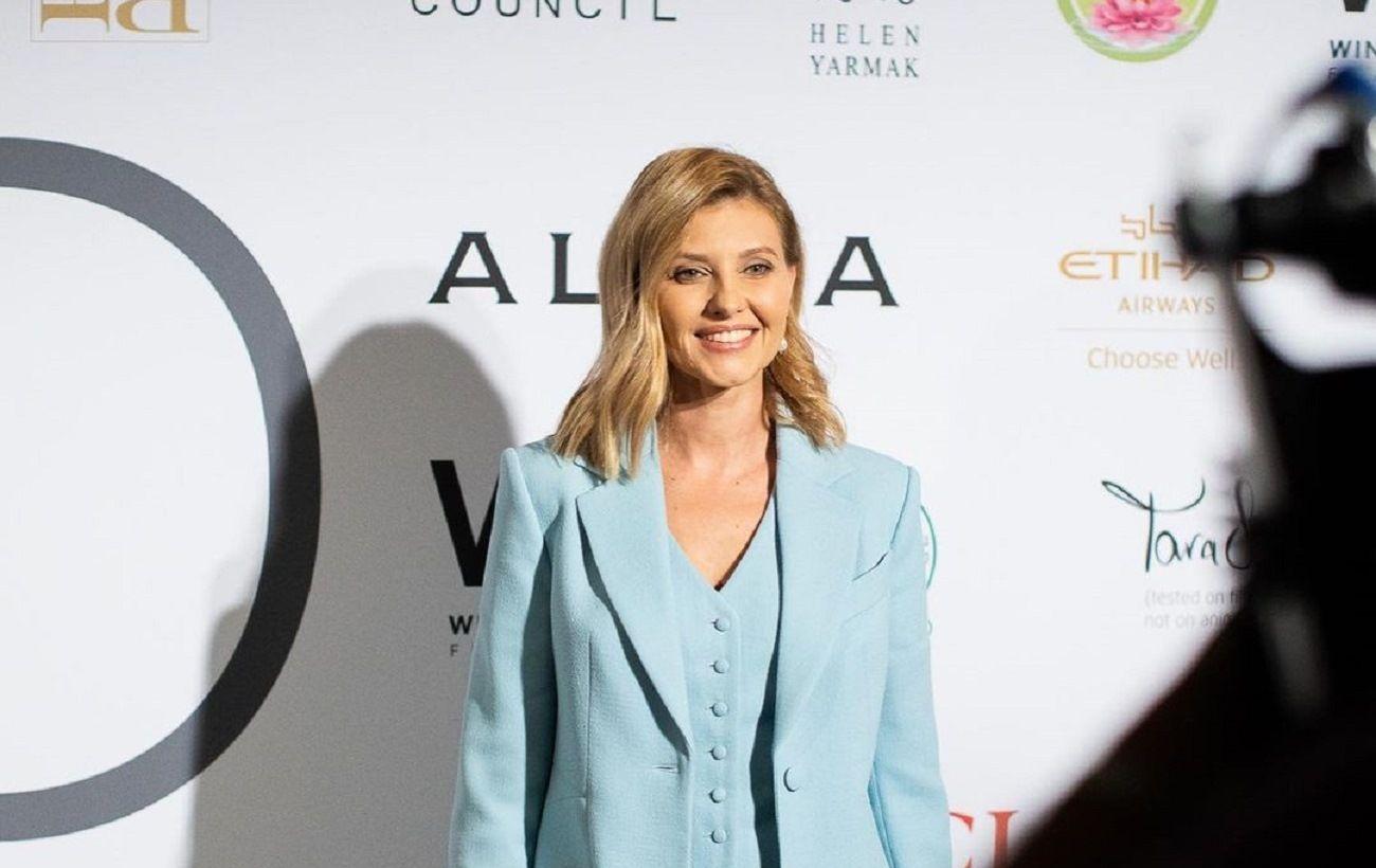 Елена Зеленская прибыла в США в небесно-голубом костюме от украинского бренда