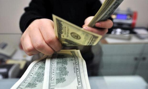 Курс валют: що буде відбуватися з доларом цієї осені