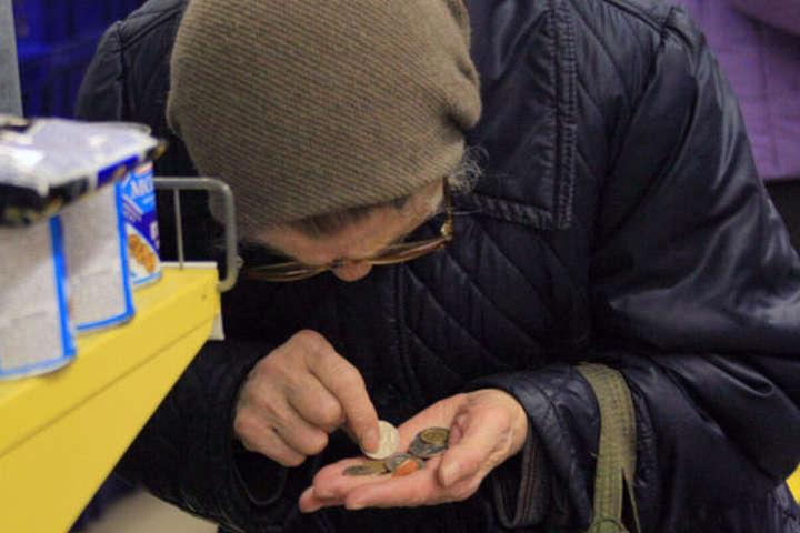 Почему в Украине жалкие пенсии? В «Слуге народа» назвали виновных
