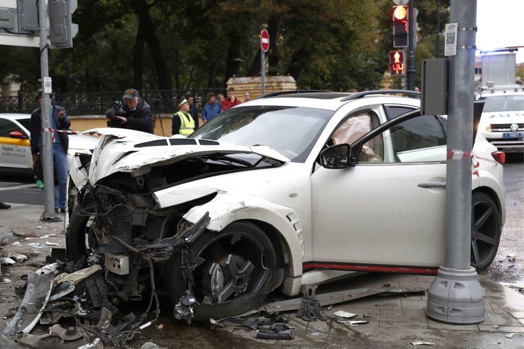 Російський репер збив пішоходів в центрі Москви, один з них залишився без частини ноги — відео