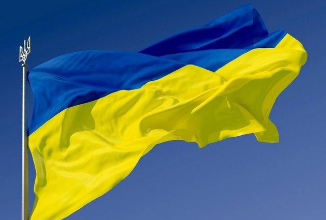 У небі над Кримом запустили величезний прапор України