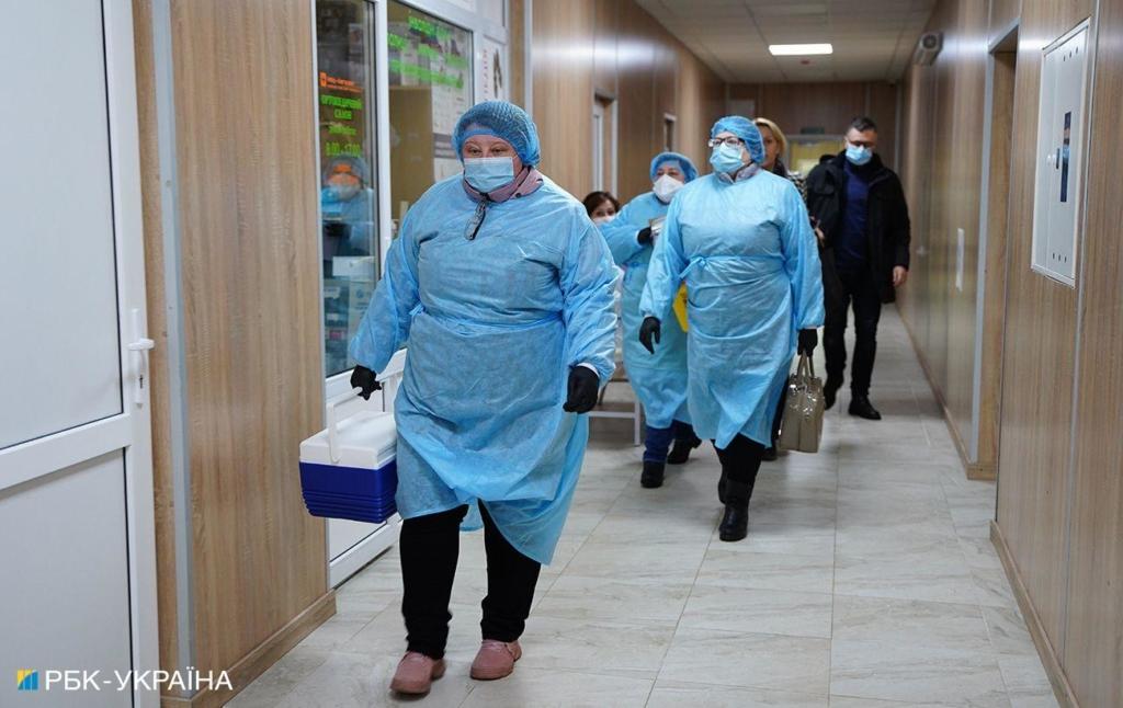 В Украине запускают центры вакцинации людей с листа ожидания: первые откроют в крупных городах