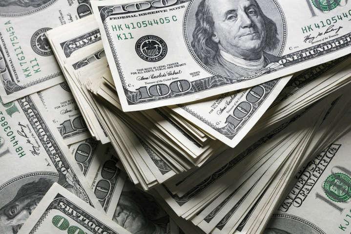 Финансисты рассказали, что делать с долларом, который стремительно дешевеет