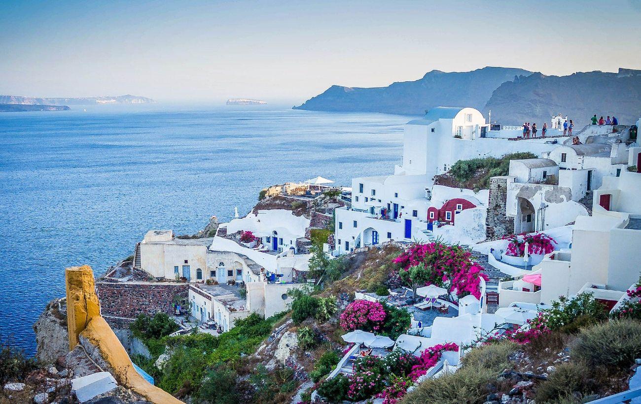 Греция вводит комендантский час в популярных туристических островах