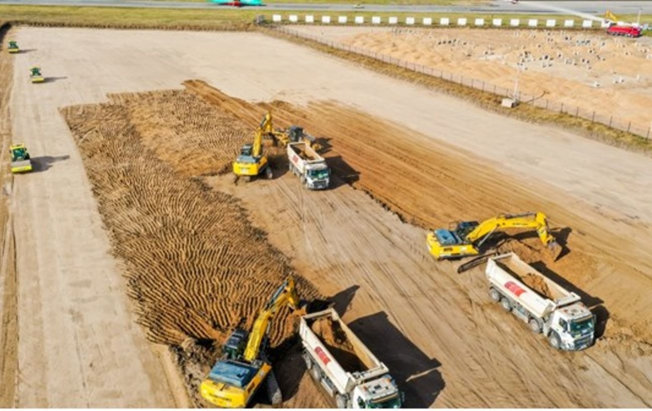 В аеропорту Дніпра почали будувати нову злітно-посадкову смугу