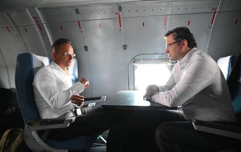 Кулеба та Сійярто вилетіли на Донбас