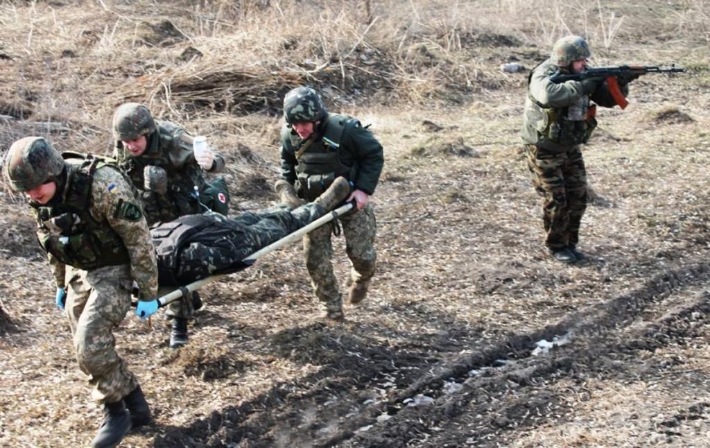 На Донбассе снайпер ранил украинского военного, он в тяжелом состоянии