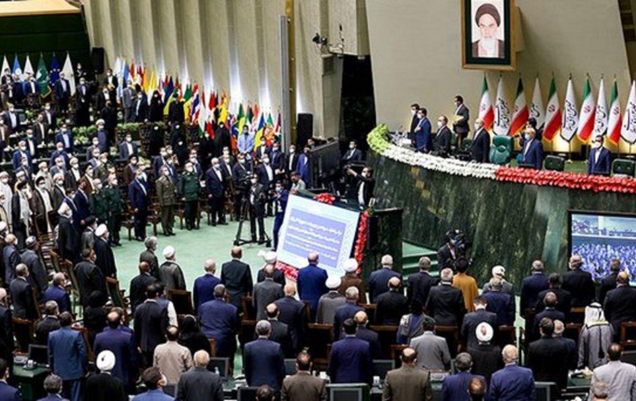 В Иране официально сменился президент: Раисе принес присягу