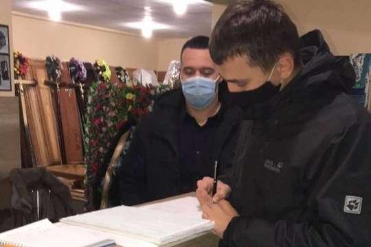 Був похорон: на Прикарпатті поліція оштрафувала ритуальну службу через роботу на вихідних