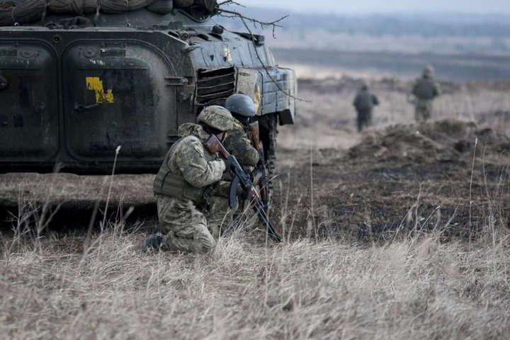 Боевики прицельно обстреливают украинских бойцов на Донбассе: один воин погиб
