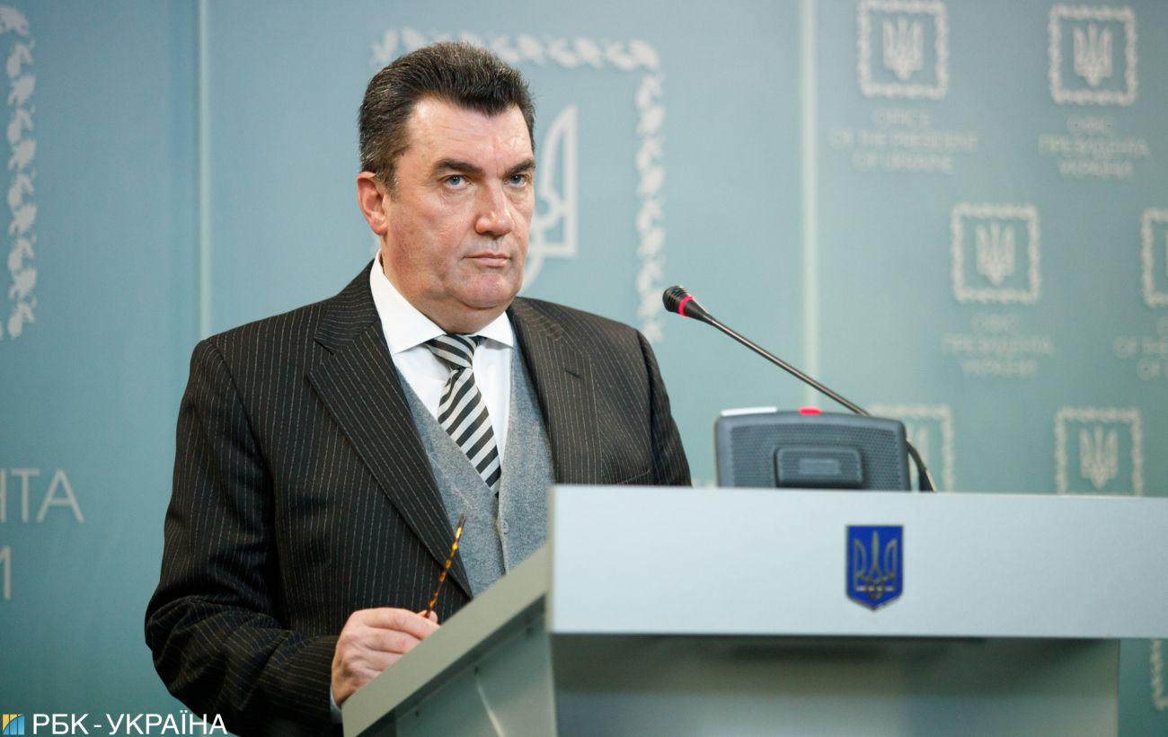 Данилов пригрозил иностранцам санкциями за участие в российских выборах в Крыму и ОРДЛО