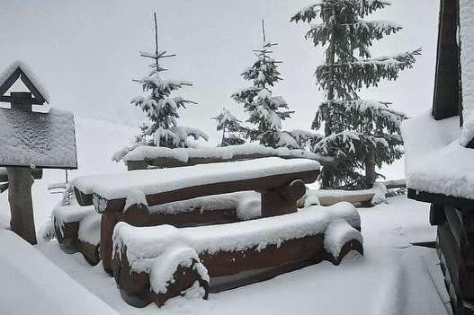 Українські гірські курорти засипало снігом (фото)