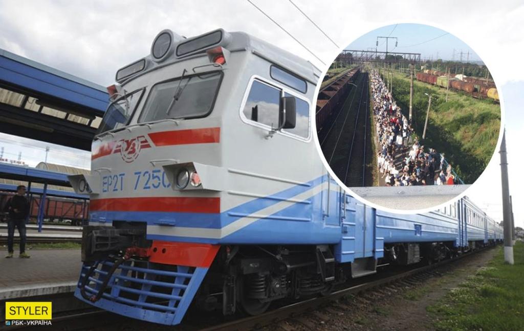 """Под Одессой на вокзале показали гигантскую очередь: """"дорога жизни"""" (фото)"""
