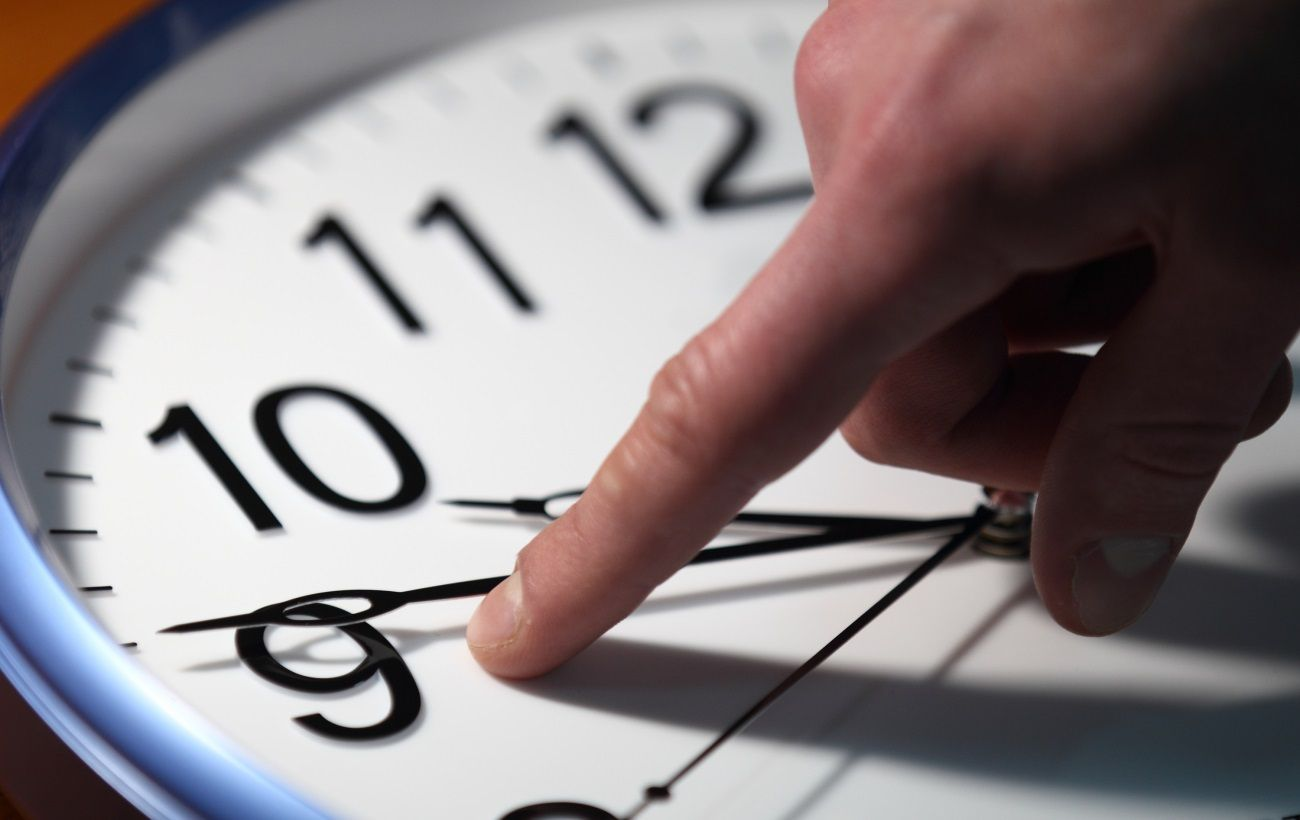 Не забудьте перевести годинники: коли переходимо на зимовий час